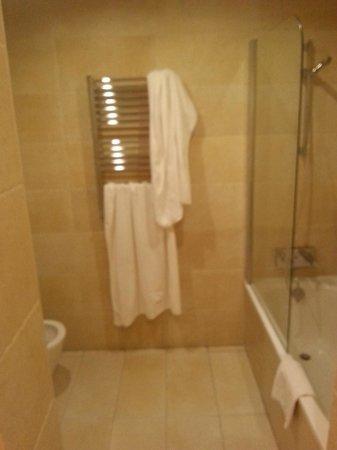 Lusso Infantas: bathroom has not window