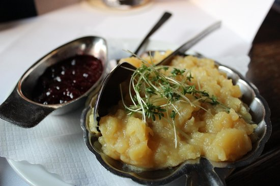 Fraundorfer : Potato salad with wiener schnitzel