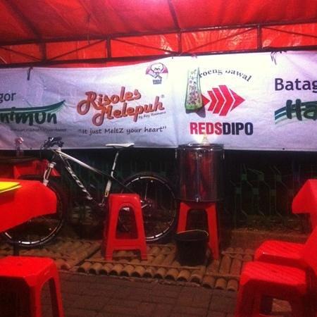 Reds Dipo : cabang jakarta, jalan wijaya 9 - jakarta selatan