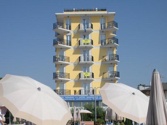 Hotel Mondial: hotel visto dalla spiaggia