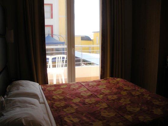 Hotel Mondial: Camera da letto con balcone