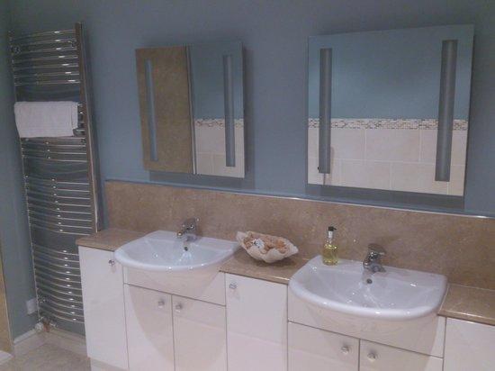 Austons Down: Bathroom