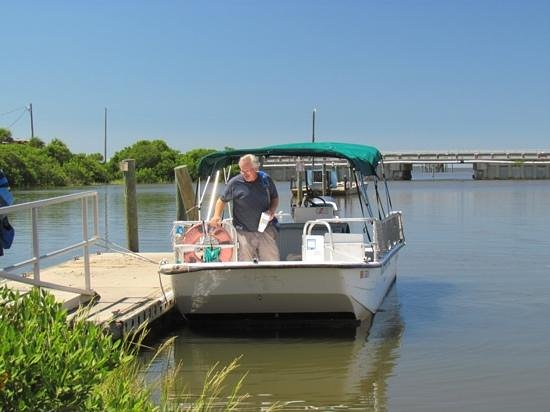 Tidewater Tours: Captain Tom, after finishing our tour