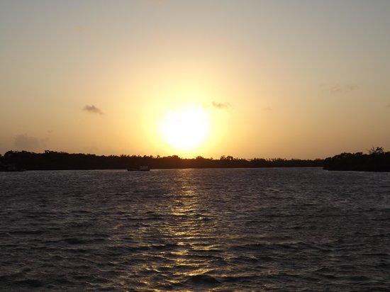 Pousada Jagatá: Nascer do sol na baía de Tutóia