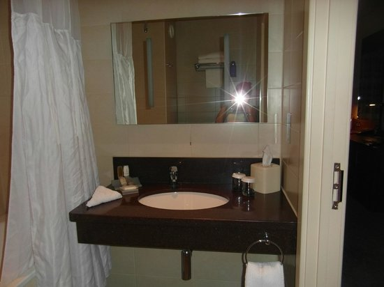 Hilton Garden Inn Luton North: bathroom 226