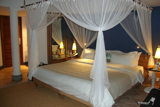 Paradise Cove Boutique Hotel: huge bed