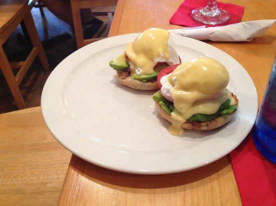 Palmetto Bay Sun Rise Cafe: Eggs Benedict