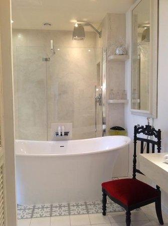 Cote Lourmarin: salle de bains, la suite, Côté Lourmarin
