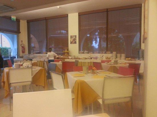 Hotel Rivus: Breakfast area