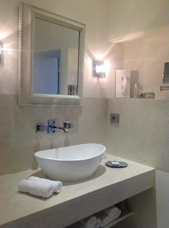 Cote Lourmarin: la suite, salle de bain, Côté Lourmarin