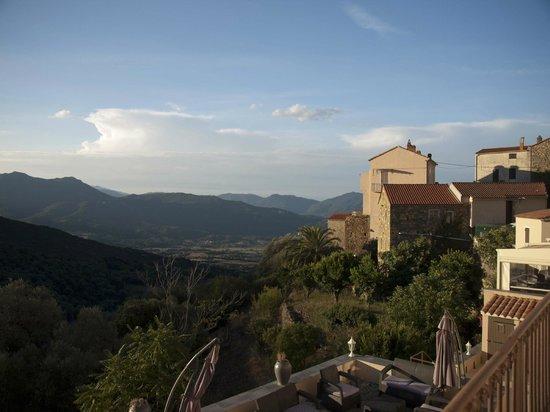 Hotel Villa les Orangers: Vista desde el hotel. Los naranjos en primer término