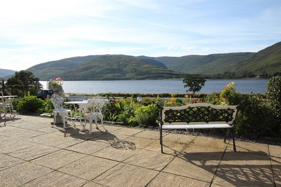 Hillview Guesthouse: View across the loch
