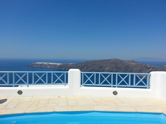 Absolute Bliss Imerovigli Suites: view from villa