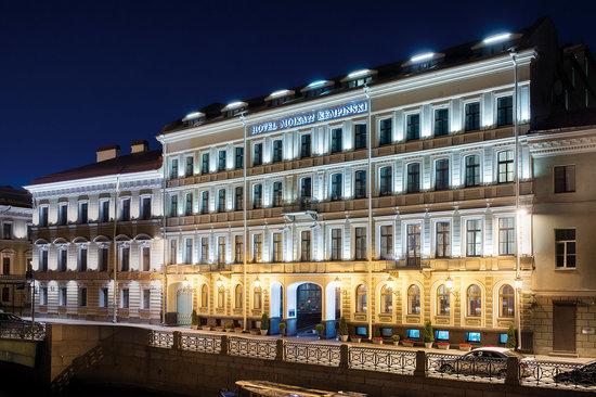 Kempinski Hotel Moika 22: Facade Night