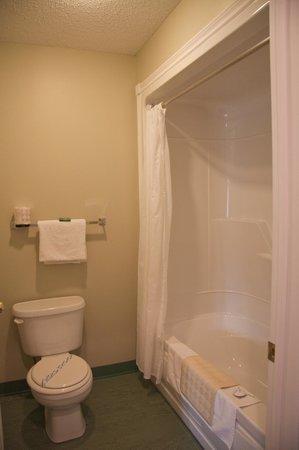Fisherman's Landing Inn: Bathroom