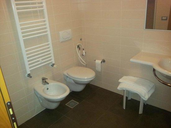 Domino Suite Hotel: camera 113, bagno