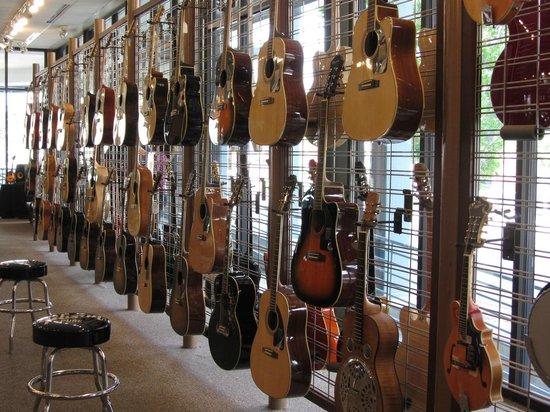 Gibson Factory : Gibson shop