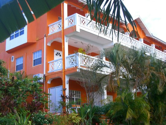 Beachcombers Hotel: Colorful