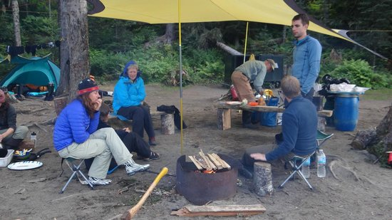 Bowron Lakes Provincial Park : Socializing in the evening.