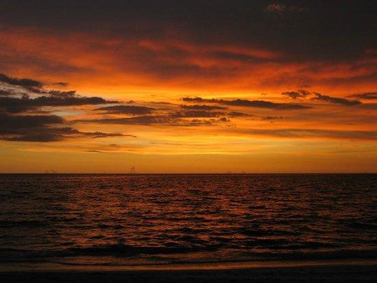 Tween Waters Inn Island Resort & Spa: Beautiful Tween sunset