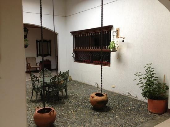 Hostal Los Juanes: courtyard