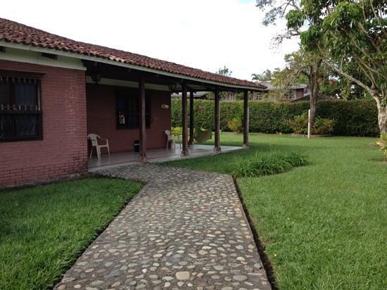 Hostel Los Juanes: beautiful grounds
