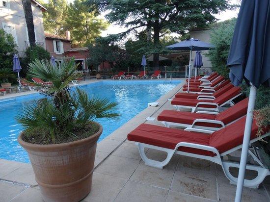Les Jardins de Cassis : Angle de la piscine