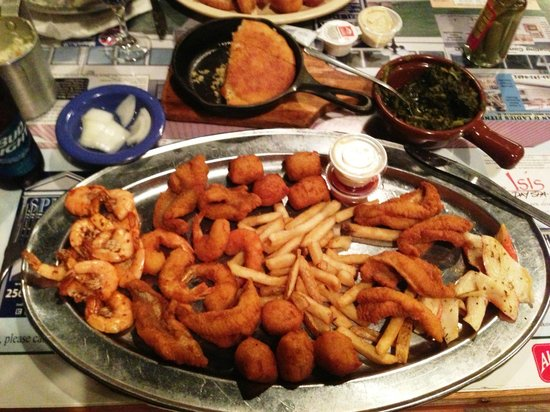 Guntersville, AL: Largest Seafood Platter in the World
