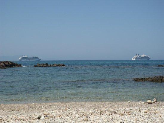 Hotel Irida: Spiaggia davani all'hotel