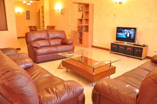 Shangri-La Hotel Uganda Ltd.: sitting room
