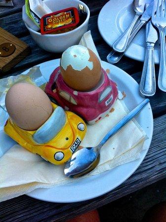 Woolpack Inn: Enjoying an absolute fantastic breakfast on the back terrace.