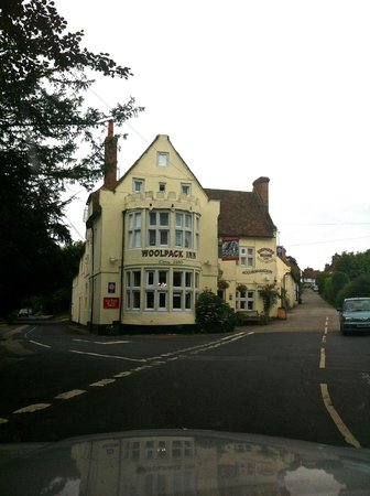 Woolpack Inn: Driving up to the hotel; authentic, cozy and fun.