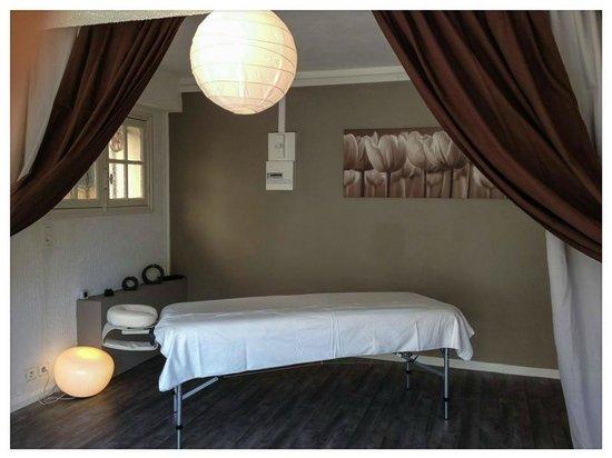 Salle de massage picture of massages bien etre saint for Salle bien etre