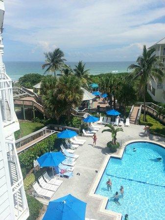Hutchinson Island Marriott Beach Resort & Marina : Beach and Pool