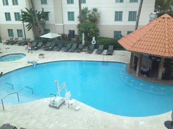 Hampton Inn & Suites San Juan: Pool with Swim up Bar