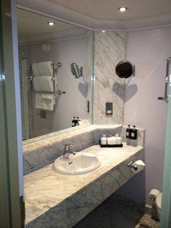 Radisson Blu Edwardian Grafton Hotel: nice bathroom