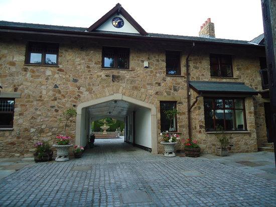 Meadowside Castle B&B: entrance