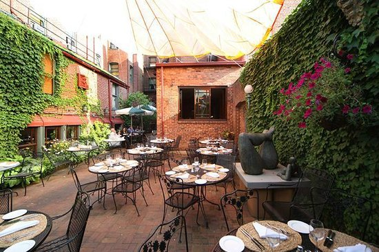 Tabard Inn: Lovely Garden Patio