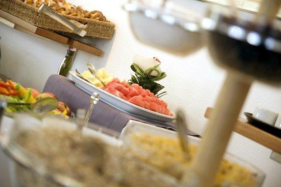 Hotel Christian IV: Breakfast buffet