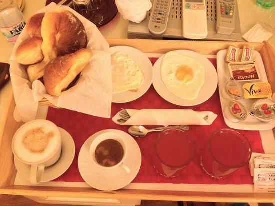 Residenza Domiziano: breakfast is served