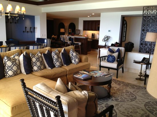Grand Solmar Land's End Resort & Spa: Living room, kitchen and murphy bed nook