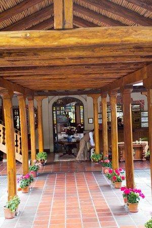 Hacienda Uzhupud: The entryway