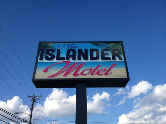 The Islander Motel: The new motel sign