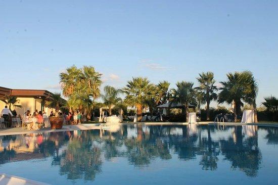 Il Partenone Resort Hotel : piscina durante matrimonio