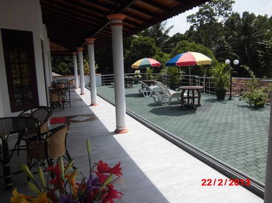 Lagoon Garden : Außenansicht Panoramazimmer mit Terrasse