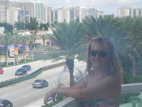 Golden Strand Ocean Villa Resort: en el balcon esta vez me toco habitacion adelante