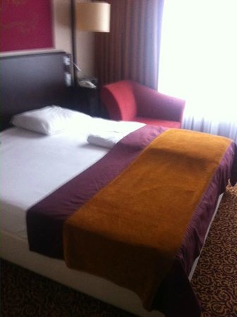 Mercure Hotel Muenchen City Center: The huge comfortable bed