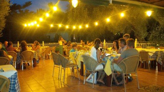 Ilios Club Hotel & Villas: ristorante dell'hotel