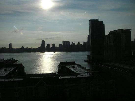 DoubleTree by Hilton Hotel & Suites Jersey City: A great view to wake up to!