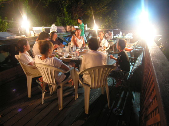 Condominium Toraya: BBQ in the wood deck good atmosphere
